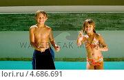 Купить «Siblings dancing together in front of the swimming pool», видеоролик № 4686691, снято 22 июля 2019 г. (c) Wavebreak Media / Фотобанк Лори