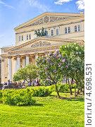 Купить «Цветущая сирень в сквере у Большого театра. Москва», фото № 4698531, снято 19 мая 2013 г. (c) Владимир Сергеев / Фотобанк Лори