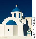Красивый христианский храм на фоне синего неба на острове Тира. Санторини,Греция (2012 год). Стоковое фото, фотограф Галина Вишнякова / Фотобанк Лори
