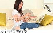 Купить «Dark-haired woman buying something on the Internet », видеоролик № 4709979, снято 6 августа 2020 г. (c) Wavebreak Media / Фотобанк Лори