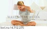 Купить «Cute blonde woman stretching herself», видеоролик № 4712275, снято 26 марта 2019 г. (c) Wavebreak Media / Фотобанк Лори