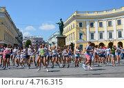 Купить «Одесса, молодежные уличные танцы перед памятником Золотого Дюка», фото № 4716315, снято 15 июля 2012 г. (c) Овчинникова Ирина / Фотобанк Лори