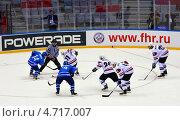 Купить «Хоккей: вбрасывание», фото № 4717007, снято 18 апреля 2013 г. (c) Анна Мартынова / Фотобанк Лори