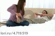 Купить «Woman massaging his boyfriend's feet», видеоролик № 4719519, снято 22 июля 2019 г. (c) Wavebreak Media / Фотобанк Лори