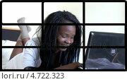 Купить «3D animation of smiling women using laptop», видеоролик № 4722323, снято 5 августа 2020 г. (c) Wavebreak Media / Фотобанк Лори
