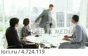 Multi ethnic business people co-workers interacting in a meeting. Стоковое видео, агентство Wavebreak Media / Фотобанк Лори