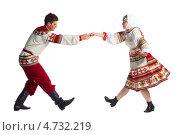 Купить «Русский народный танец, изолировано на белом», фото № 4732219, снято 30 мая 2013 г. (c) Владимир Мельников / Фотобанк Лори