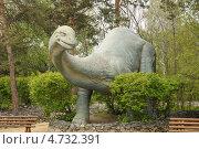 Купить «Статуя динозавра у входа в Новосибирский зоопарк», фото № 4732391, снято 5 июня 2013 г. (c) Иванова Анастасия / Фотобанк Лори
