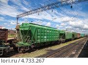 Купить «Товарный состав на железнодорожном пути», фото № 4733267, снято 18 августа 2018 г. (c) FotograFF / Фотобанк Лори