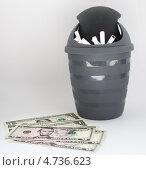 Бросил сигареты в урну  появились деньги. Стоковое фото, фотограф Сергей Катилов / Фотобанк Лори