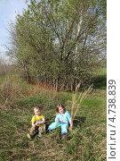 Детки на природе (2013 год). Редакционное фото, фотограф Eлена Кисель / Фотобанк Лори