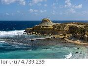 Красивые скалы на побережье острова Гозо недалеко от города Зеббудж .Мальта (2013 год). Стоковое фото, фотограф Галина Вишнякова / Фотобанк Лори