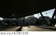 Люди у метро. Стоковое видео, видеограф Данил Руденко / Фотобанк Лори