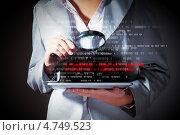 Купить «Женщина-программист изучает двоичный код под лупой», фото № 4749523, снято 28 февраля 2013 г. (c) Sergey Nivens / Фотобанк Лори