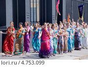 Купить «Кришнаиты танцуют на улице. Санкт-Петербург», эксклюзивное фото № 4753099, снято 12 июня 2013 г. (c) Александр Щепин / Фотобанк Лори