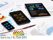 Купить «Современные гаджеты с сенсорным экраном - смартфон и планшеты», фото № 4754591, снято 23 января 2013 г. (c) Sergey Nivens / Фотобанк Лори