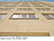 Фасад дома с окнами. Стоковое фото, фотограф Михаил Бессмертный / Фотобанк Лори