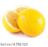 Купить «Спелые лимоны на белом фоне», фото № 4758123, снято 12 мая 2013 г. (c) Литвяк Игорь / Фотобанк Лори