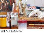 Купить «Реставрация старинной иконы», фото № 4758167, снято 17 января 2013 г. (c) Яков Филимонов / Фотобанк Лори