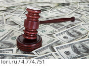 Купить «Молоток судьи на фоне из долларов. Концепция коррупции», фото № 4774751, снято 12 января 2013 г. (c) Андрей Попов / Фотобанк Лори