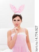 Соблазнительная темноволосая брюнетка в розовой сорочке с кроличьими ушами на голове, фото № 4774927, снято 19 января 2013 г. (c) Андрей Попов / Фотобанк Лори