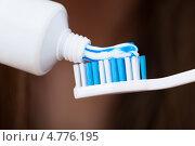 Купить «Зубная паста и щетка», фото № 4776195, снято 27 февраля 2013 г. (c) Андрей Попов / Фотобанк Лори