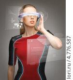 Женщина из будущего в футуристических очках. Стоковое фото, фотограф Syda Productions / Фотобанк Лори