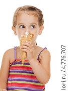 Купить «Маленькая девочка в полосатом сарафане ест мороженое», фото № 4776707, снято 11 июля 2010 г. (c) Syda Productions / Фотобанк Лори