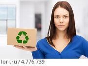 Купить «Молодая женщина с коробкой, подходящей для вторичной переработки», фото № 4776739, снято 2 апреля 2011 г. (c) Syda Productions / Фотобанк Лори