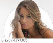 Купить «Красивая девушка с длинными волнистыми волосами с чувственными губами», фото № 4777035, снято 14 августа 2010 г. (c) Syda Productions / Фотобанк Лори