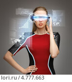 Купить «Женщина из будущего в футуристических очках», фото № 4777663, снято 17 ноября 2012 г. (c) Syda Productions / Фотобанк Лори