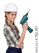Улыбающаяся девушка-разнорабочий с дрелью. Стоковое фото, фотограф Phovoir Images / Фотобанк Лори