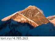 Купить «Эверест на закате. Вид с вершины Кала Паттар. Непал», фото № 4785263, снято 12 апреля 2013 г. (c) Оксана Гильман / Фотобанк Лори