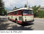 Купить «Троллейбус Skoda 9TrH27, 1981 г.в., маршрут №2 в Алуште», фото № 4793251, снято 13 июня 2013 г. (c) Ельцов Владимир / Фотобанк Лори