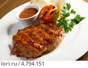 Купить «Жареный мясной стейк на косточке», фото № 4794151, снято 19 июня 2013 г. (c) Александр Fanfo / Фотобанк Лори