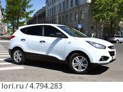 Купить «Внедорожник Hyundai ix35», фото № 4794283, снято 30 мая 2013 г. (c) Виктор Топорков / Фотобанк Лори