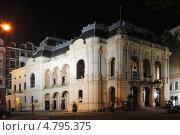 Вид на Городской театр в Карловых Варах ночью (2013 год). Стоковое фото, фотограф Михаил Марков / Фотобанк Лори