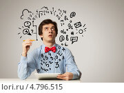 Купить «Студент с ноутбуком готовится к сессии», фото № 4796515, снято 1 марта 2013 г. (c) Sergey Nivens / Фотобанк Лори