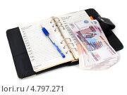 Купить «Российские деньги, ежедневник,  ручка», эксклюзивное фото № 4797271, снято 25 июня 2013 г. (c) Юрий Морозов / Фотобанк Лори