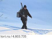 Купить «Идет мужчина на рыбалку», эксклюзивное фото № 4803735, снято 4 января 2013 г. (c) Анатолий Матвейчук / Фотобанк Лори