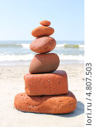 Купить «Башенка из красных камней», эксклюзивное фото № 4807503, снято 15 июня 2013 г. (c) Ната Антонова / Фотобанк Лори