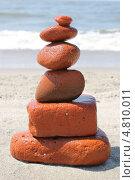Купить «Башня из обтесанных морем красных камней», эксклюзивное фото № 4810011, снято 15 июня 2013 г. (c) Ната Антонова / Фотобанк Лори