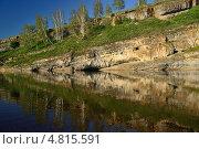 Купить «Скалистый берег реки Юрюзань. Башкирия», фото № 4815591, снято 17 июня 2013 г. (c) Сергей Костарев / Фотобанк Лори