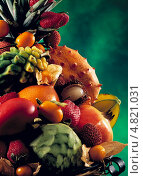 Купить «Различные тропические фрукты на зеленом фоне», фото № 4821031, снято 21 июля 2019 г. (c) Food And Drink Photos / Фотобанк Лори