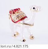 Купить «Сувенирная фигурка верблюда из металла», фото № 4821175, снято 12 мая 2013 г. (c) Литвяк Игорь / Фотобанк Лори
