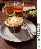 Купить «Пирог с курицей в индивидуальной формочке», фото № 4822355, снято 20 февраля 2019 г. (c) Food And Drink Photos / Фотобанк Лори