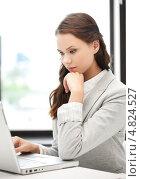 Купить «Уставшая деловая женщина за работой в офисе», фото № 4824527, снято 16 июля 2011 г. (c) Syda Productions / Фотобанк Лори