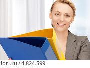 Купить «Занятая деловая женщина с папками в руках», фото № 4824599, снято 22 мая 2019 г. (c) Syda Productions / Фотобанк Лори