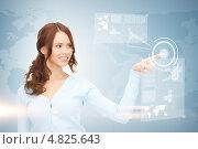 Купить «Современная молодая женщина работает с невидимым цифровым экраном», фото № 4825643, снято 11 сентября 2010 г. (c) Syda Productions / Фотобанк Лори