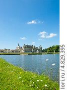 Купить «Замок Шантийи в солнечный летний день (Chateau de Chantilly). Франция», фото № 4829395, снято 30 июня 2013 г. (c) Екатерина Овсянникова / Фотобанк Лори